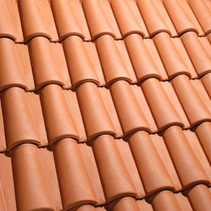Cubierta de teja cerámica con alero de madera